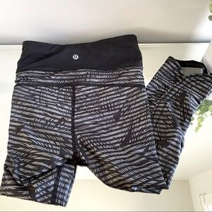 Lululemon Pace Rival Crop Black / Leaves Size 10